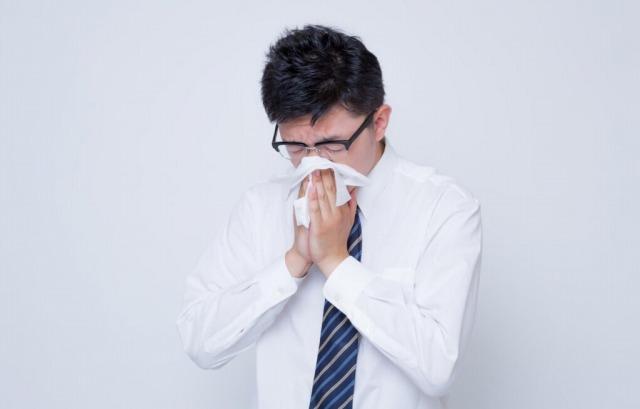 花粉症とか寒暖差アレルギーで毎日鼻かんでると赤くなるよね