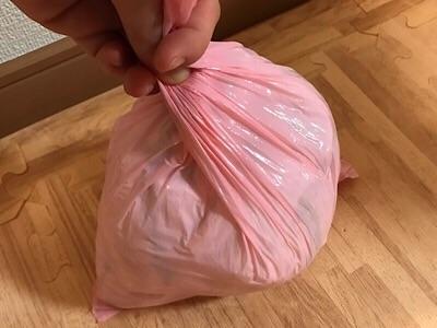 オムツが臭わない袋にオムツを入れたところ