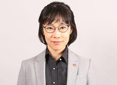 小暮クミコ役の山田真歩