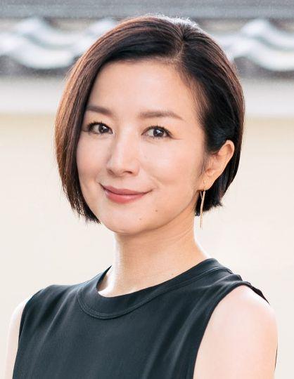 早見倫子役の鈴木京香
