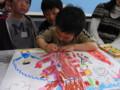 お友達と絵を見せっこしたり、真剣に描いています!