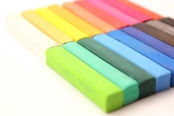 色とりどりの四角いクレヨン