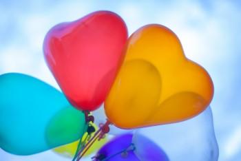 色とりどりのハートの風船