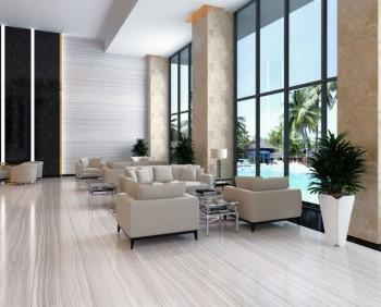 白い床と大きな窓が印象的なホテルの美しいロビー