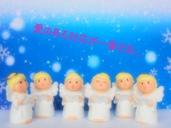 青い背景に歌う6人の天使のミニチュア
