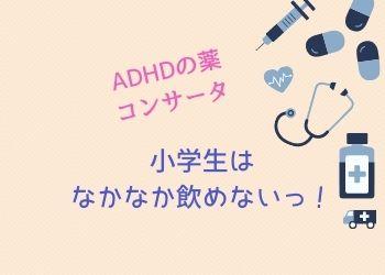薄桃色の背景に薬と聴診器と注射器のイラスト