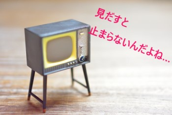 昔の古いテレビのミニチュア