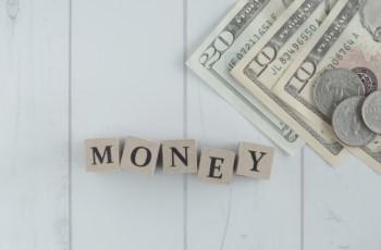 USドルと「MONEY」の文字