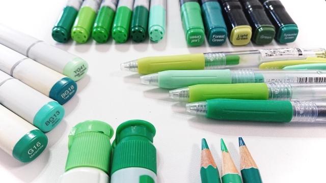 緑色の色々な種類のペン