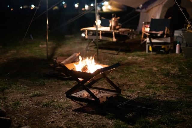 キャンプでの焚火