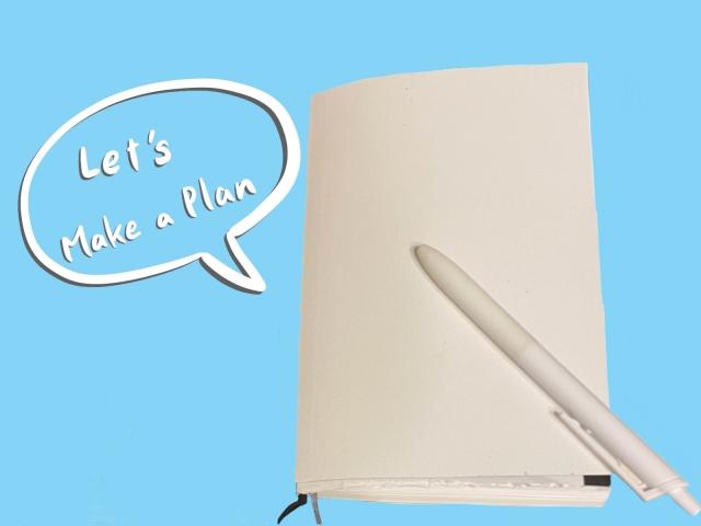 白い手帳とペン