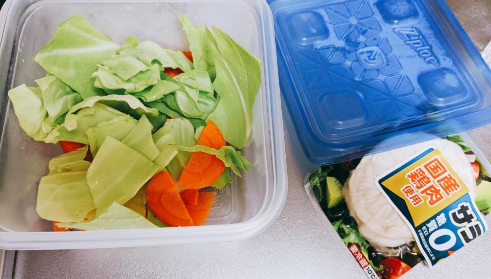 タッパーに入れた野菜