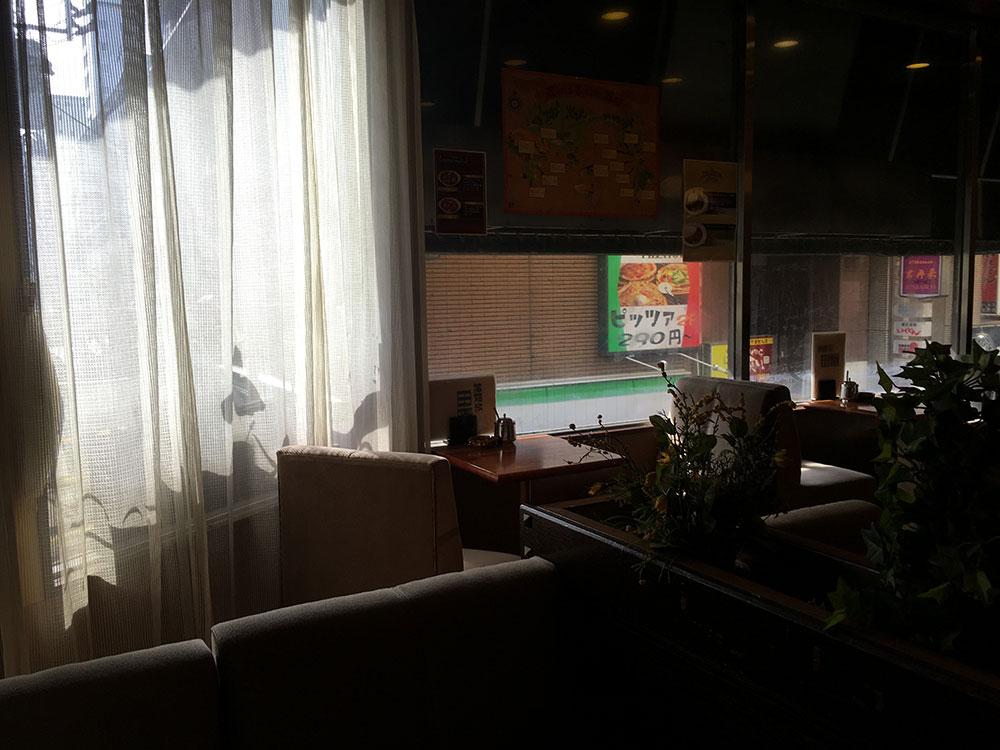 八王子 店内写真 窓際の席