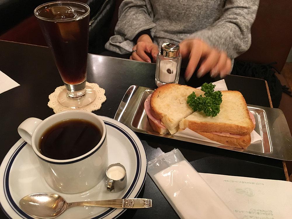 アイスコーヒーと珈琲/トーストサンドの画像