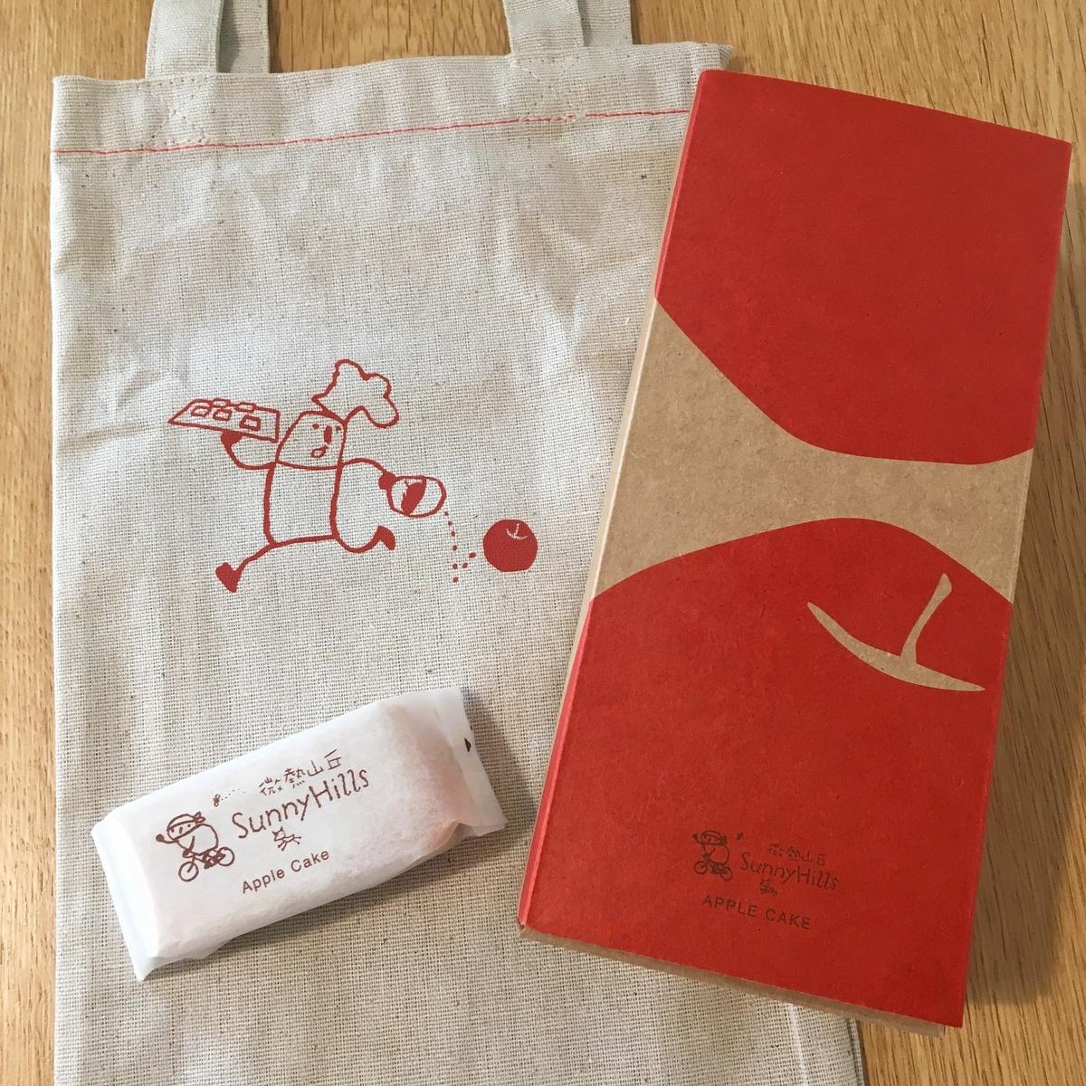 SunnyHillsのりんごケーキ5個入りの箱と布袋の画像
