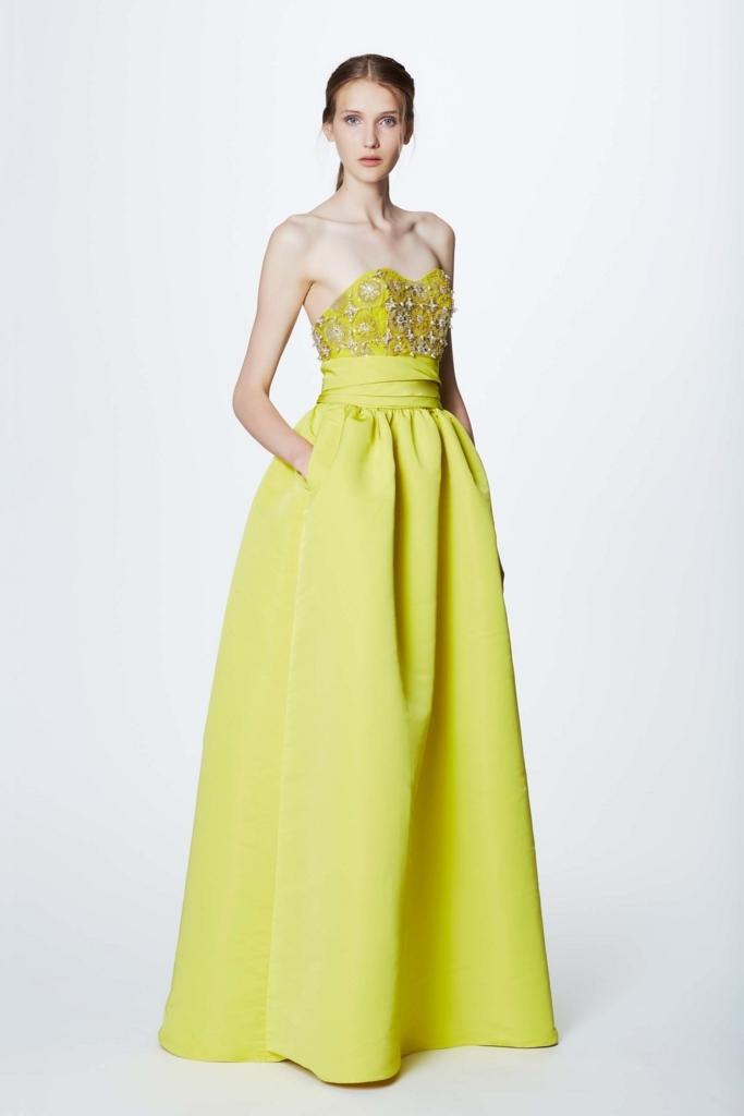 robe de soirée jaune longue princesse bustier coeur orné de bijoux