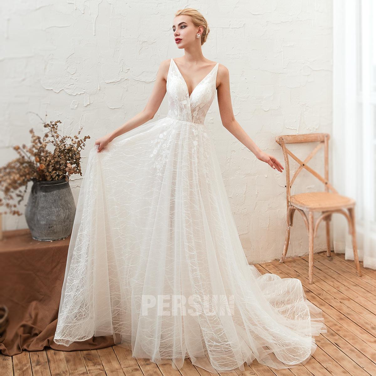 robe de mariée simple col v dentelle pour mariage sur plage