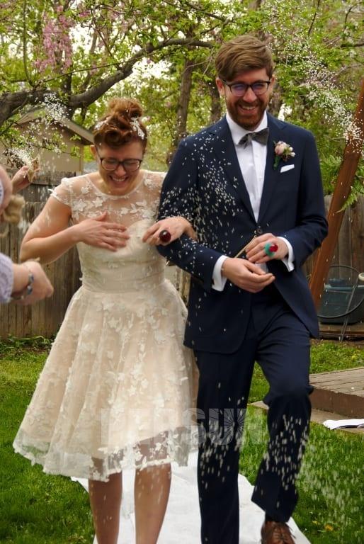 mariage en plein air avec robe de mariée courte