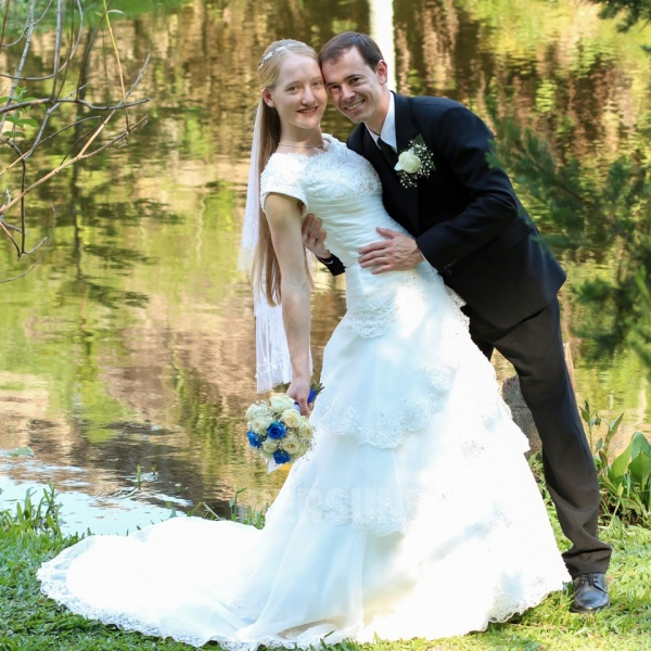 robe de mariée princesse en organza avec manches courtes pour mariage en plein air