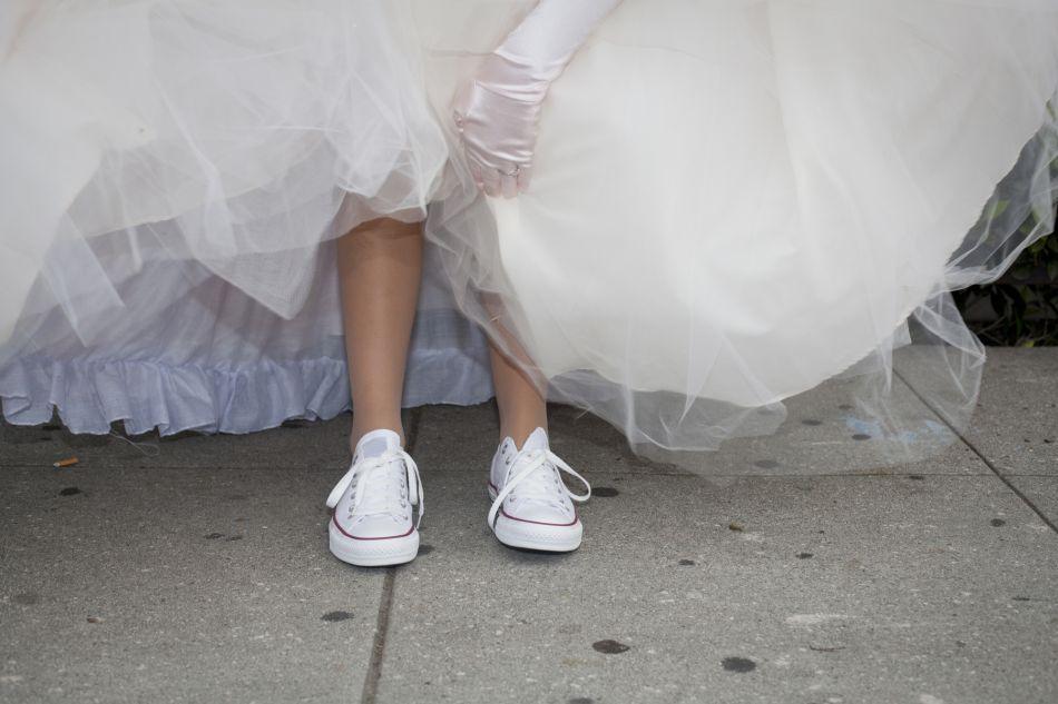 baskets sous la robe de mariée