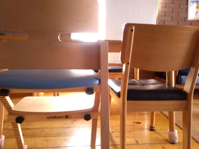 大人用椅子との比較