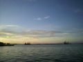 海に浮かぶ重機たち