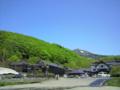 もしかしたら今日のベストショット。青空、新緑、残雪