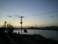 夕暮れの第二魚市場。と対岸のタンク群
