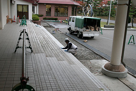 地震で階段が1段増えました