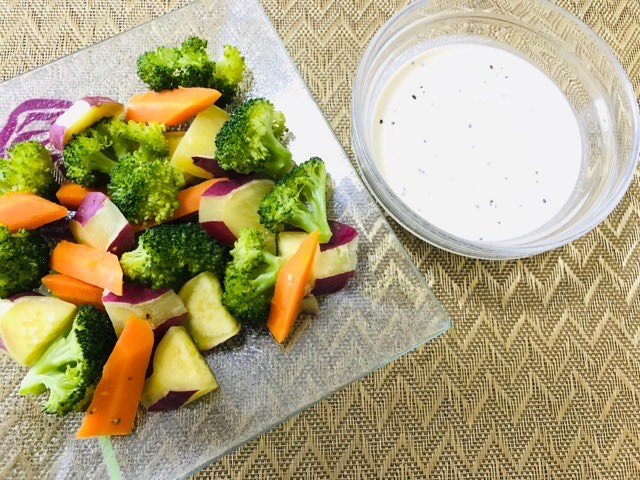 蒸し野菜とディップソース