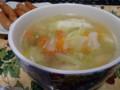 軟骨でだしをとった野菜スープ(餅入り)。軟骨がかなり良いダシが取