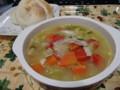 本日は、じっくり煮込んだ色とりどりの鶏スープ!