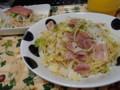 早めの夕飯。新ニンニクと春キャベツのペペロンチーノ。