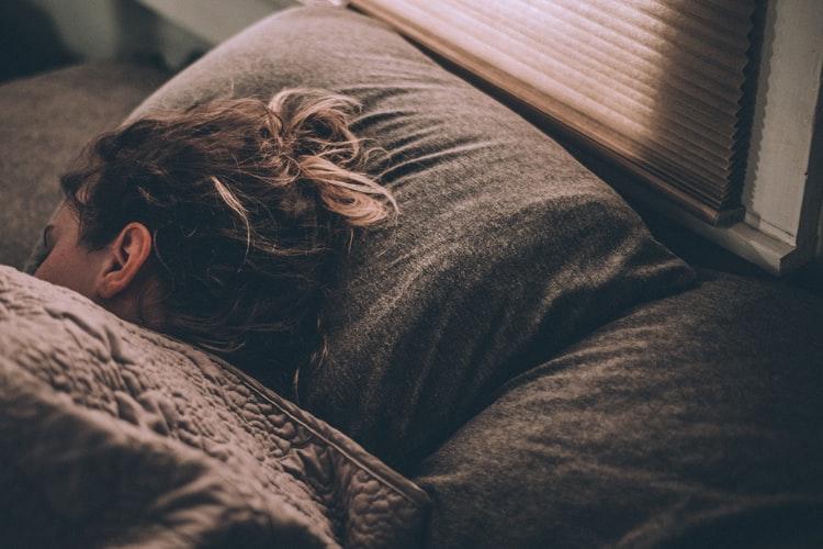 ストレートネックにおすすめな寝方