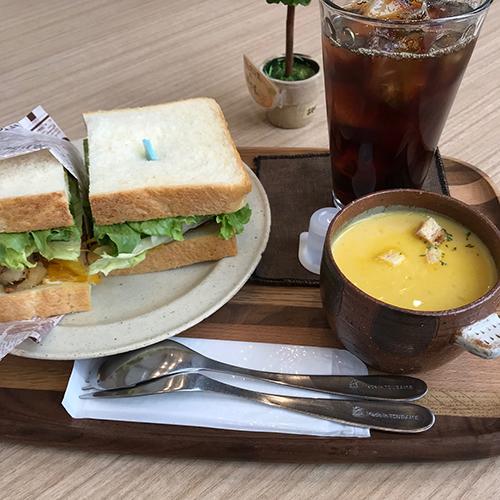 サンドイッチと冷製ポタージュ