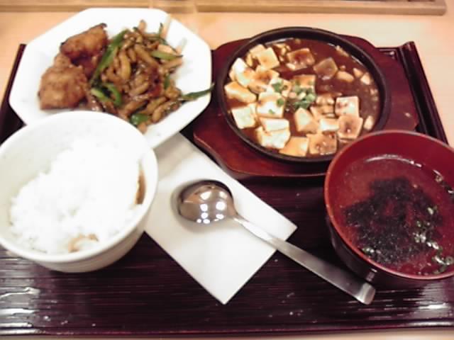 麻婆豆腐と青椒肉絲。お代わり自由だから3膳食べた(;´Д`)