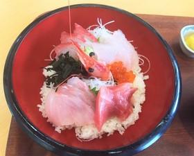 うみんぴあ大飯 うみぼーずの海鮮丼 食事