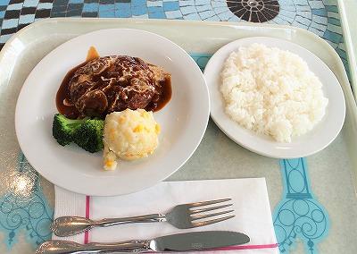 プラザパビリオン・レストランのハンバーグとライス(ディズニーランド)