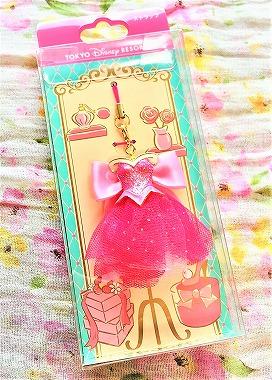 ディズニーお土産のピンクドレスのストラップ