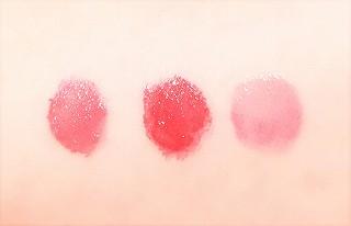 キスミー フェルムの口紅を3種類 腕につけて比較