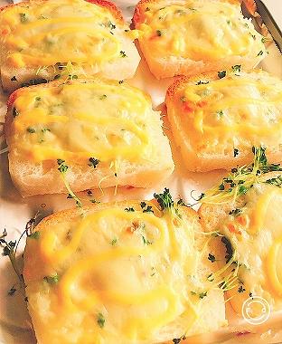 「お米で作った しかくいパン」で作ったチーズトースト