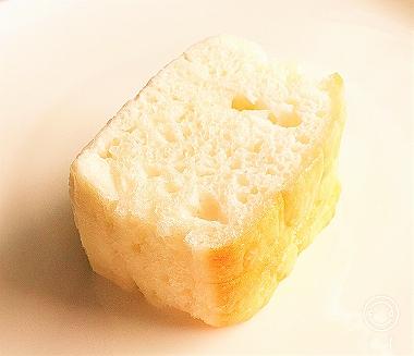「お米で作った しかくいパン」ななめ横から見た画像