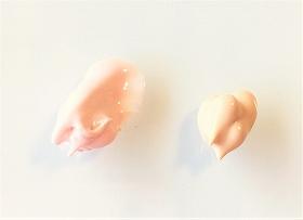 ノブ化粧下地 ライトベージュとラベンダーピンクの色の比較