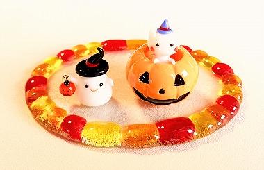 ハロウィン かぼちゃに入った猫とオバケのガラス細工