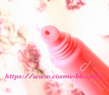 dプログラム 敏感唇用美容液 リップモイストエッセンスカラーの唇に塗