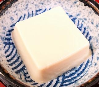 らでぃっしゅぼーやのミニ豆腐をお皿に盛った画像