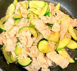 らでぃっしゅぼーやの丹沢高原豚肉とズッキーニの炒めもの料理