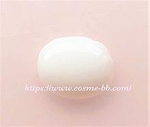 松山油脂 肌をうるおす保湿乳液のテクスチャー
