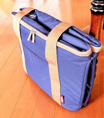サーモスのレジかご保冷バッグをコンパクトに折りたたんだところ