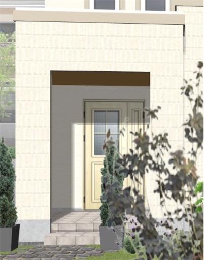 白い玄関ドアにティーブラウンの軒天